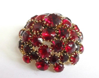 Vintage Ruby Red Faceted & Cabochon Rhinestone Dome Brooch Scarf Accessory