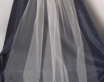 "107 cm 42"" Single Tier Bridal Veil available in white or ivory colours"