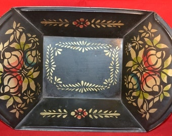 "Tole painted black metal breadbasket 12"" x 8"" x 2"""