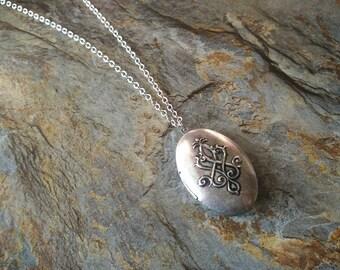 Vintage style locket necklace,floral locket necklace,oval locket necklace,vine pattern locket necklace