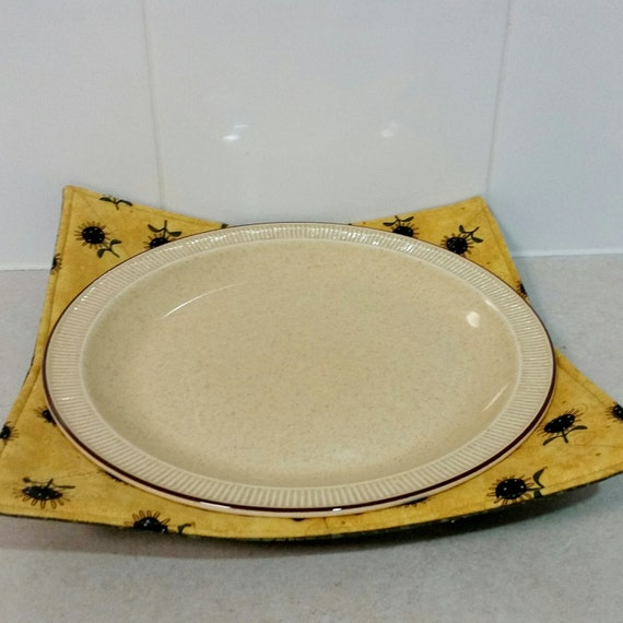 microwave plate holder reversable in a yellow and black. Black Bedroom Furniture Sets. Home Design Ideas