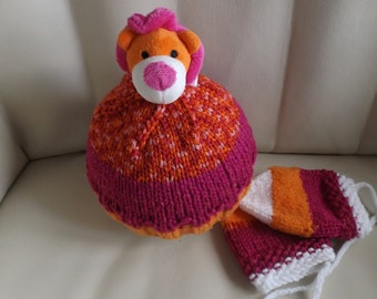 Tuque and mittens 6-18 months