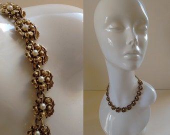 Beautiful Elegant Vintage 1960's Gold Metal Flower Floral with Faux Pearl Detail  Adjustable Necklace