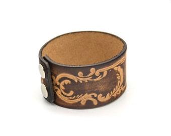 Vintage tooled leather bracelet. Hand tooled. Tooled leather. Stamped leather. Vintage jewelry. Womens. Mens.