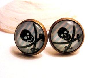 Cabochon earrings skull pirate