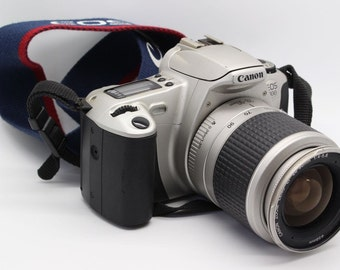 Canon EOS 300 35mm SLR Camera + 28-90mm EF Zoom Lens, Canon Speedlite flash + bag - Tested - Very Good Condition