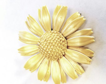 Sunny vintage yellow enameled flower pin brooch unmarked 3