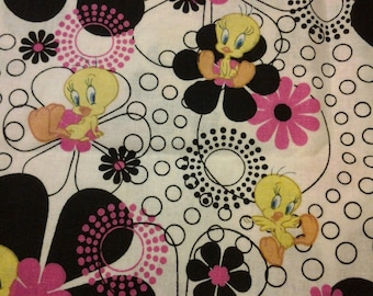 Fast shipping Tweety bird scrub top  xs to xl with  4 different neck design made to order 100% Cotton