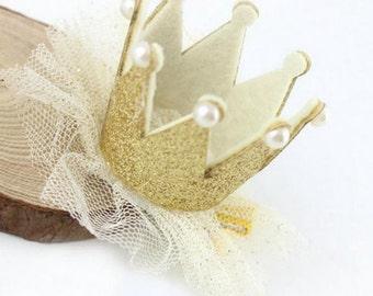 Gold sparkle crown clip