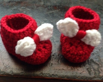 Newborn baby boots and hat