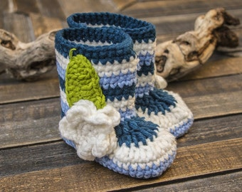Blue baby girl hand crochet booties, blue crochet baby shoes, blue baby shoes with a flower