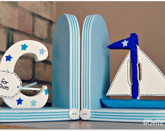 Personalised Blue and White Sailing boat Bookends for children. Set of 2 bookends, one with an initial another one with a boat.