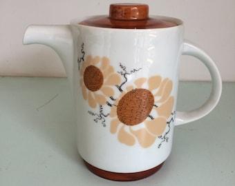 Lovely vintage tea pot