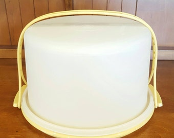 Tupperware Cake Carrier with Carrying Handle