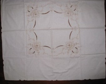 SALE!! Lovely vintage small teacloth.