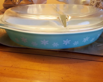 Vintage Pyrex 1-1/2 Qt Mold 30 White Snowflake~On~Turquoise Covered Divided Dish Popular Turqoise Pyrex, Rare pattern
