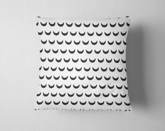 Crescent pattern throw pillow