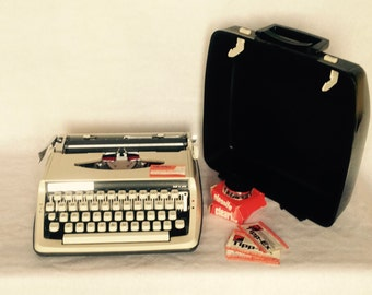 Typewriter//Portable Typewriter//Brother Deluxe 800//Vintage Portable Typewriter//QWERTY Keyboard//Retro Office//Found And Flogged