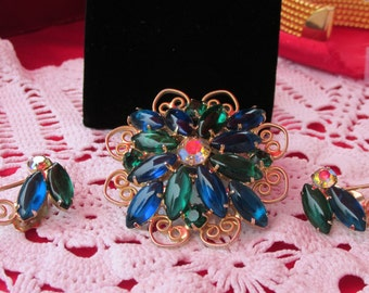 Beautiful Sparkly Rhinestone Vintage Brooch and Clip on Earrings