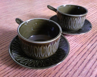 2 vintage Tams soup cups and saucers with a green glaze, 1970's.