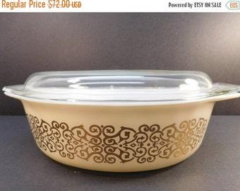 30% Off Sale - Vintage Pyrex Bramble 045 2 1/2 Quarts Promotional Casserole Dish