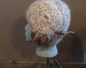 Vintage Flapper Knit Hat with Feathers Very Nice !!
