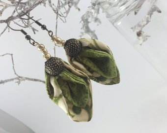 Original fabric leaf-shaped earrings with pearls