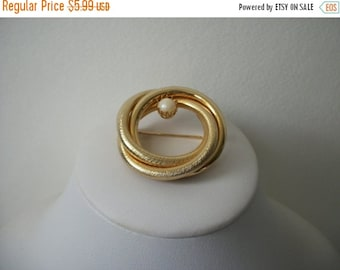 ON SALE Vintage Gold Tone Circular Faux Pearl Brooch 497