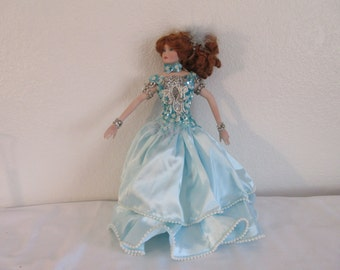 """Vintage Stunning Red Haired Show Girl """"Rustie"""" 16 """" #012"""