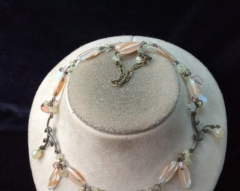 Vintage Peach Yellow & White Glass Beaded Floral Designed Necklace