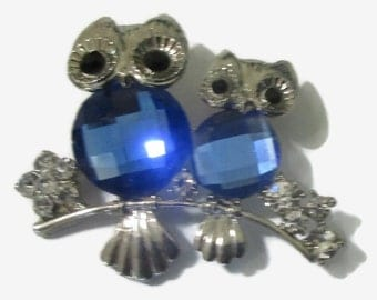 Owl Brooch, Vintage Bird Pin, Blue Faceted  Glass,  Silver  Tone, 1980s Jewelry, Figurative, Crystal