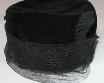 Magnificent vintage hat black velvet years of 1930