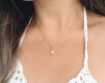 Moonstone Necklace / Gold Moonstone Pendant Necklace / June Birthstone Necklace / Dainty Gold Layering Necklace