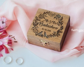 Box for Wedding Rings Mr and Mrs / Wedding Ring Box in Rustic Style / Engraved Box for Rings / Ring Box with Flowers and Birds Wreath