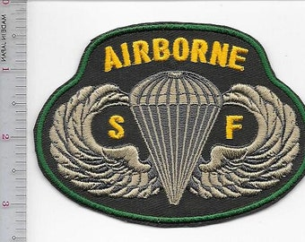 Green Beret United States Army Special Forces Airborne Qualified