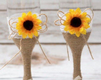 Wedding Glasses SUnflower Toasting Flutes Rustic CHampagne Flutes Mr Mrs Decoration Toasting Glasses