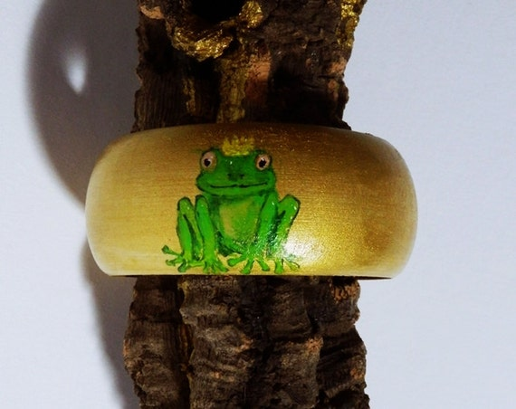 Bracelet Frog King Wood bracelet hand painted unique in green and gold-colored with heart-bangle of wood-frogs crown Jewelry