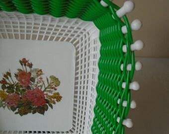 green plastic woven bread/fruit basket