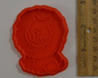"""Vintage C.P.G Circus Lion Cookie Cutter/Play-Doh Mold 