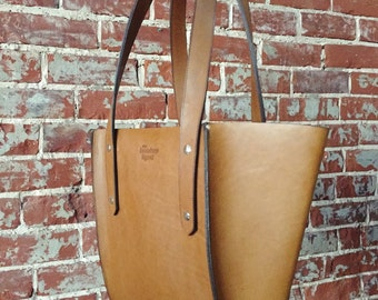 The Small Seamed Tote - Tan leather
