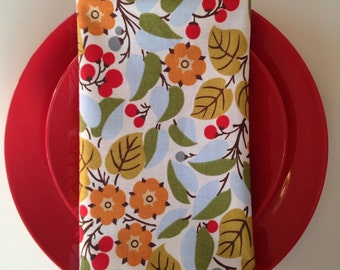 Fun and Fresh Cloth Napkins with Berries and Leaves: Dinner Napkins