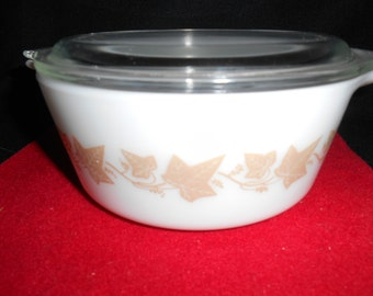 Pyrex Sandalwood (Brown On White) #472  1 1/2 Pt Bake, Serve, Store Casserole Circa 1961