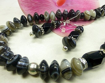 Fine Onyx set in fancy format