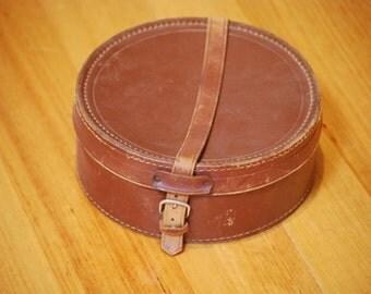 Round leather collar case, 1924