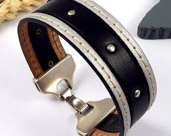 Bracelet leather cuff silver and black clasp palque silver