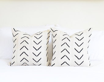 Thick Dashed Arrow Mudcloth Pillow Cover | Various Sizes