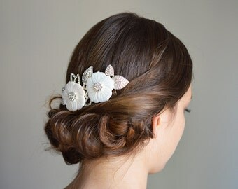 Flower Wedding Comb, White Flowers Comb, Floral Bridal headpiece, Flower & Leaf Wedding Comb, White Flowers Hair Comb, Wedding Comb