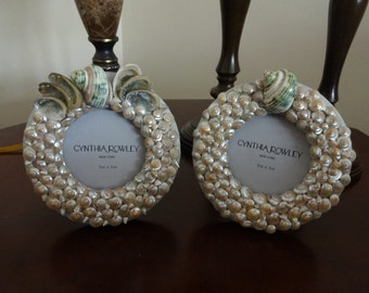Pair of seashell picture frames, round picture frame, seashell picture frame