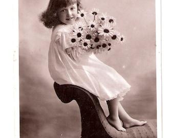 "Vintage postcard ""Daisy"""