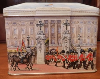 Buckingham palace metal box